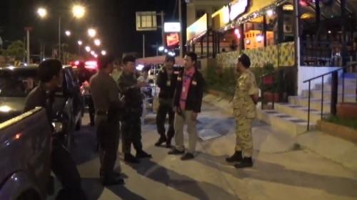 ตร.แสนสุข-ทหารร่วมฝ่ายปกครองลุยตรวจสถานบันเทิงย่านบางแสน