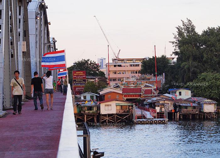 ศาลเจ้าแม่ทับทิม ริมแม่น้ำเจ้าพระยาเมื่อมองจากสะพานกรุงธน