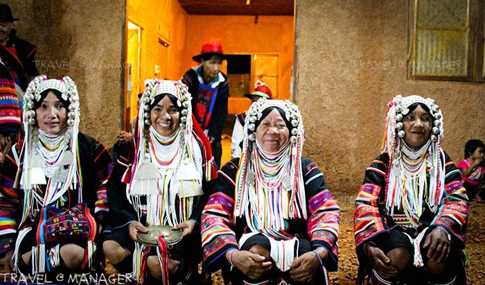 ผู้เถ้าผู่แก่ ชาวอาข่า มาร้องรำทำเพลง สนุกสนานยิ่งขึ้น