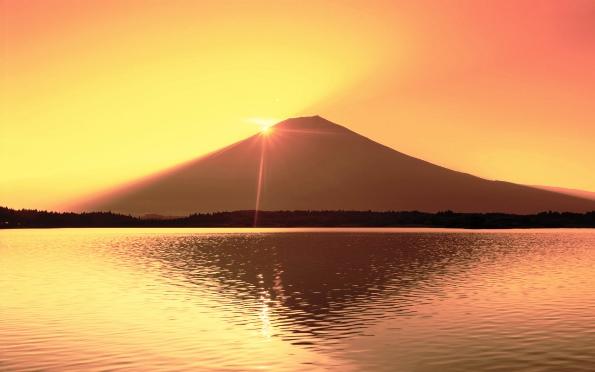 """ชม """"อาทิตย์อุทัย"""" ต้นตำรับที่ยอดภูเขาไฟฟูจิ (ชมคลิป)"""