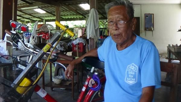 ผู้เฒ่าอ่างทองวัย 82 ปีเตรียมพร้อมปั่นเพื่อแม่ เผยใช้จักรยานมาตั้งแต่อายุ 14 (ชมคลิป)