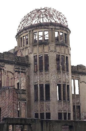 ซากโดมในเมืองฮิโระชิมะที่เหลือรอดจากระเบิดปรมาณู ปัจจุบันได้รับการขึ้นทะเบียนเป็นมรดกโลก