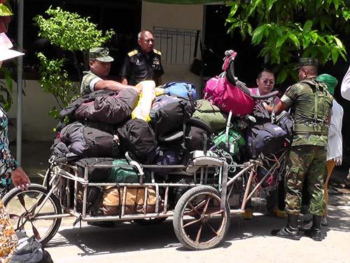 สำหรับพื้นที่ชายแดนไทย-กัมพูชา ได้ตรวจสอบสินค้าเข้าออก อย่างเข้มงวด