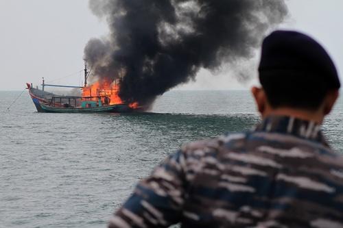 อินโดนีเซียปราบประมงเถื่อน จมเรือไทยกับของชาติอื่นรวม 34 ลำ