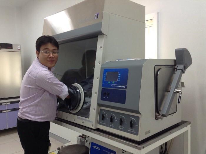 อุปกรณ์เตรียมสารผลิตพอลิเมอร์จากมอนอเมอร์ภายในสุญญากาศ