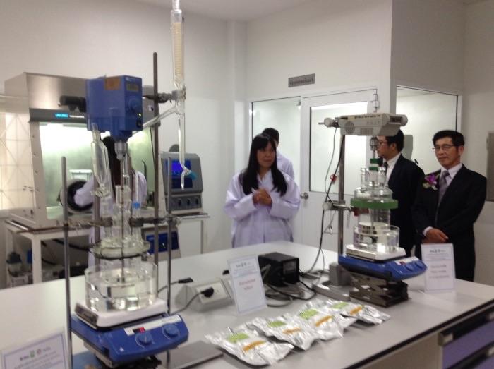 ภายในห้องผลิตพอลิเมอร์ชีวภาพ เพื่อนำไปใช้ผลิตพลาสติกชีวภาพทางการแพทย์
