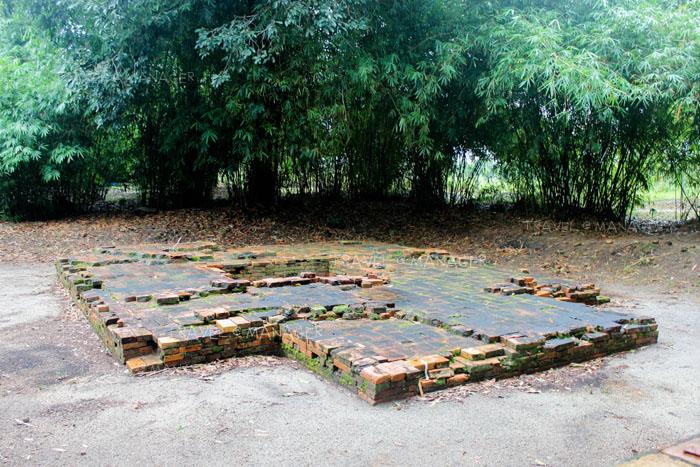 """ซากโบราณสถาน ที่ """"แหล่งโบราณคดีบ้านทุ่งตึก"""""""