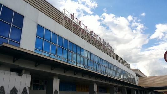 ระทึก! ปีกเครื่องบินไทยสมายล์ชนงวงช้างที่สนามบินเชียงใหม่