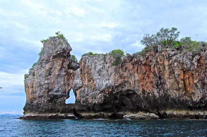 มุมรูปหัวใจทางด้านหลังของเกาะทะลุ