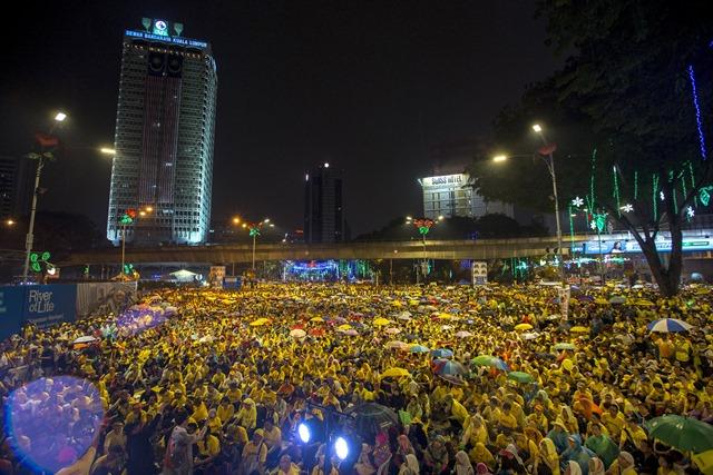'เสื้อเหลือง'มาเลย์ชุมนุมประท้วงไล่'นายกฯนาจิบ'วันที่2  'มหาเธร์'ออกโรงเข้าร่วม  รบ.ฮึ่ม-เกทับระดม'เสื้อแดง'ล้านคน