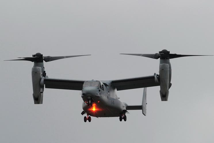 เครื่องบิน วี-22 ออสเปรย์ ชนิดปรับใบพัด ซึ่งสามารถขึ้น-ลงแนวดิ่งได้เหมือนเฮลิคอปเตอร์