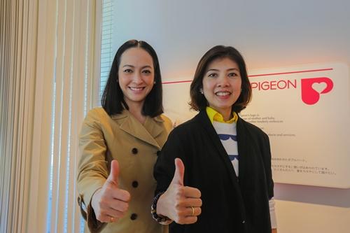 """""""สุวรรณา โชคดีอนันต์"""" ประธานเจ้าหน้าที่บริหาร บริษัทมุ่งพัฒนา อินเตอร์แนชชั่นแนล จำกัด (มหาชน) ผู้ผลิตและจำหน่ายผลิตภัณฑ์ """"พีเจ้น"""" ในประเทศไทย พร้อมด้วย """"เปิ้ล - จริยดี สเปนเซอร์"""" และครอบครัว ในฐานะแบรนด์แอมบาสเดอร์"""