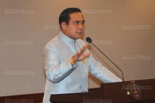 """""""บิ๊กตู่"""" บอกเศรษฐกิจไทยไม่ถึงล้มหมอนนอนเสื่อ ฟ้องแน่จำนำข้าวแต่ยังมึนตัวเลข"""
