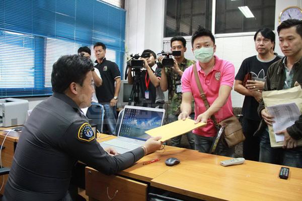 กลุ่มผู้ค้าร้อง ป.ถูกหลอกเช่าร้านขายของให้ทัวร์จีน สูญ 40 ล้าน