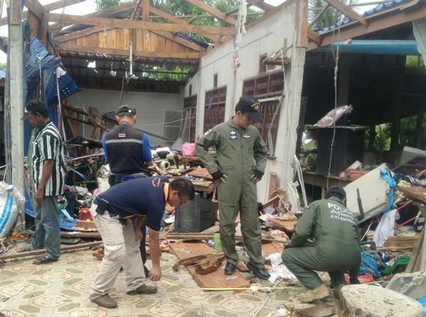 ชาวนาสุพรรณฯรับจ้างทำพลุระเบิดกลางดึกฉีกร่างดับอนาถ-บ้านพังทั้งหลัง