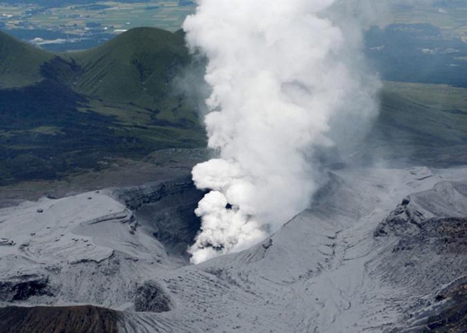 การปะทุของภูเขาไฟอาโสะบนเกาะคิวชูทางใต้ของญี่ปุ่นเมื่อช่วงต้นสัปดาห์ กลายเป็นหนึ่งในข่าวเด่นในรอบสัปดาห์ที่ผ่านมา