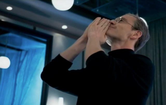 """(ชมคลิป) สุดยอดการแสดง! """"ไมเคิล ฟาสเบนเดอร์"""" สวมบท """"สตีฟ จอบส์"""""""