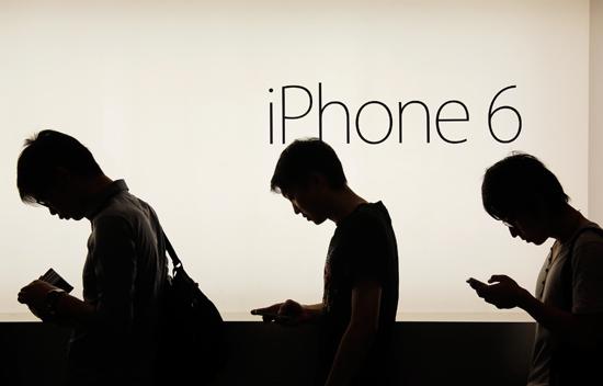 """""""ดัชนีไอโฟน"""" ชี้คน กทม. ต้องทำงานทั้งเดือนถึงจะซื้อ iPhone6 ได้ ขณะที่คนนิวยอร์กทำงานแค่ 3 วัน"""