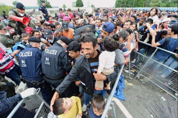 """เผยมีผู้อพยพ """"ร่วมหมื่น"""" แห่เข้าออสเตรีย หลังชาติยุโรปเริ่มโยนภาระให้กัน"""