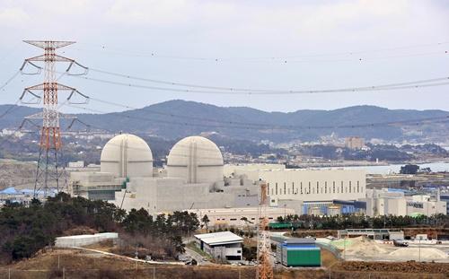 Britain pledges 2 billion for nuclear plant