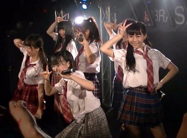 """จ่ายค่าเสียหายครึ่งล้านเยน! ไอดอลสาววัย 17 ปี ละเมิดกฎเหล็ก """"ห้ามออกเดท"""""""