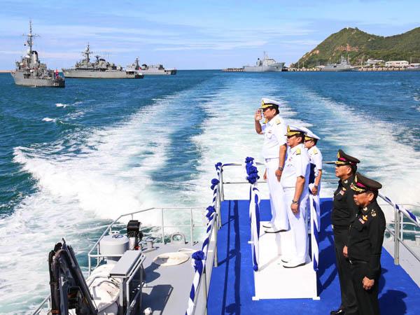 กองทัพเรือจัดพิธีสวนสนามทางเรืออำลาชีวิตราชการปลัด กห.ยิ่งใหญ่