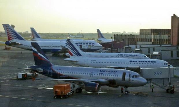 (แฟ้มภาพ) เครื่องบินของสายการบินแอโรฟลอตของรัสเซีย จอดอยู่ ณ ท่าอากาศยานแห่งหนึ่งในมอสโก ขณะที่สายการบินแห่งนี้เป็นหนึ่งในสายการบินที่ถูกยูเครนห้ามบินเข้าประเทศ