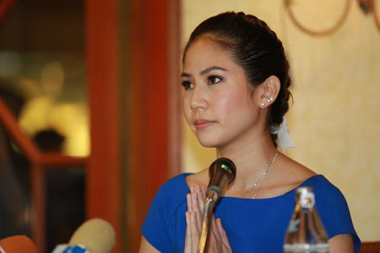 ตั๊น-จิตภัสร์ กฤดากร ในวันแถลงข่าวประกาศถอนชื่อออกจากการรับสมัครเข้ารับราชการตำรวจที่โรงแรงดุสิตธานี เมื่อวันที่ 24 กันยายน 2558
