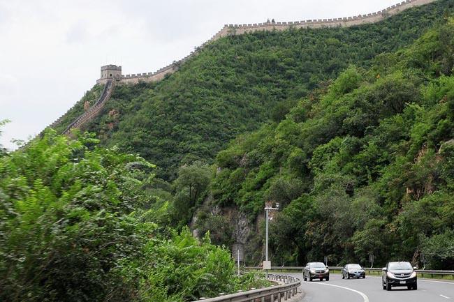 เส้นทางในจีน เราขับผ่านกำแพงเมืองจีนด้วย