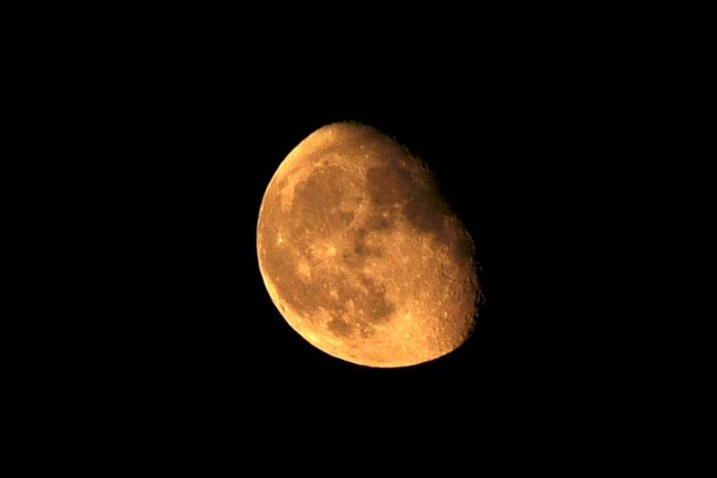 พระจันทร์ในคืนแรกที่ได้นอนกระโจม