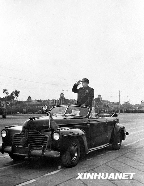 นายพล จู เต๋อ รองประธานคณะกรรมาธิการทหาร และผู้บังคับบัญชาทหารสูงสุดแห่งกองทัพปลดแอกประชาชนจีน