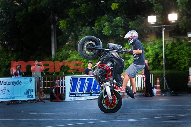 บัลเลต์ด้วยมอเตอร์ไซค์ไปกับ 'Stunt Riders'