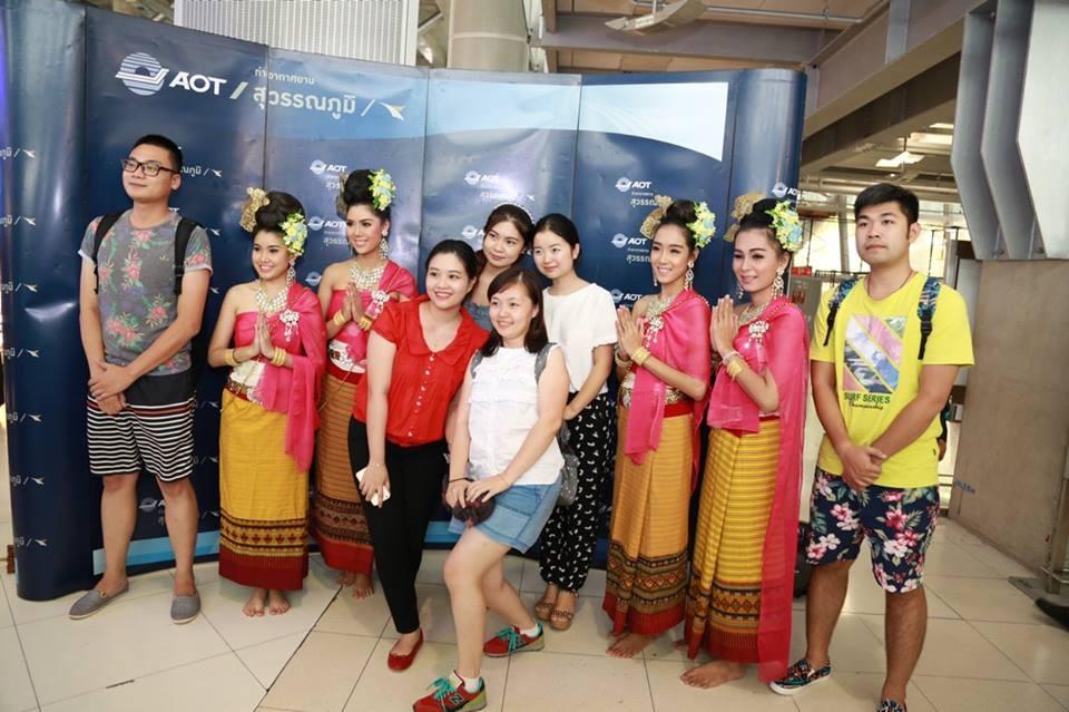 จีนมาแล้ว!แห่เที่ยวไทยฉลองวันชาติ 1.8 แสนคน 907 เที่ยวบินมุ่งหน้าสุวรรณภูมิ