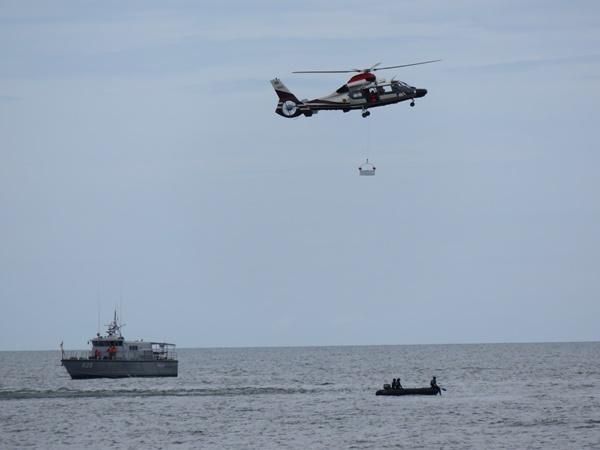 ตร.ท่องเที่ยวซ้อมช่วยเหลือนักท่องเที่ยว-นักธุรกิจชาวต่างชาติประสบเหตุเครื่องบินตกกลางทะเล