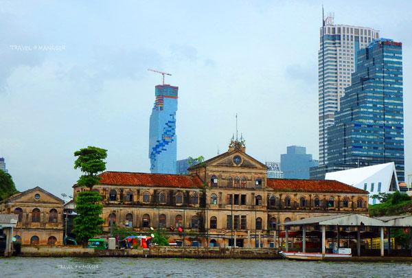 """""""ตึกศุลกสถาน"""" หนึ่งในตึกเก่าแก่งดงามริมแม่น้ำเจ้าพระยา"""