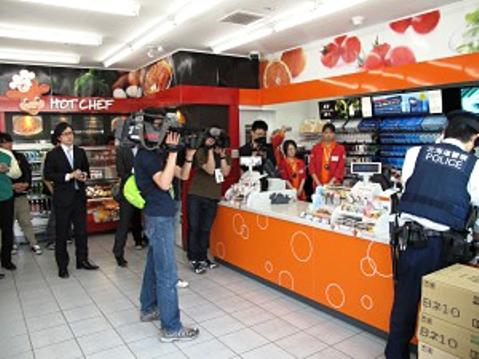 """นักท่องเที่ยวจีนชกพนักงานร้านญี่ปุ่น หลังถูกเตือน """"อย่าแกะของกินก่อนจ่ายเงิน"""""""
