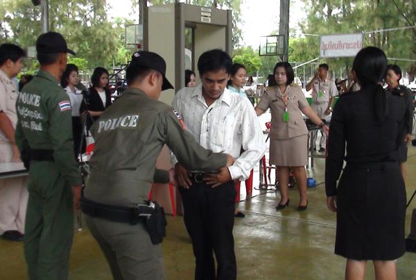 บุรีรัมย์ยังตรวจเข้มสอบครูผู้ช่วยวันที่ 2 ป้องกันโกง พบไม่มาสอบ 36 คน