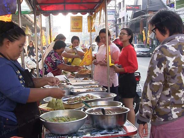 เริ่มแล้ว! กินเจใน 2 เมืองใหญ่สงขลา ปชช.เลือกซื้ออาหารเพิ่มขึ้นแม่ค้ายันราคาเท่าเดิม (ชมคลิป)