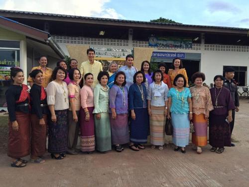 สภาสตรีฯ ควง มท. เยี่ยมชุมชนทอผ้าไหมโคราช ส่งเสริมการทอผ้าไหมให้อยู่คู่แผ่นดินไทย