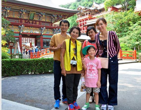 ครอบครัวนักท่องเที่ยวชาวไทยที่เดินทางเยือนซากะ (ภาพ อาซาฮีชิมบุน)