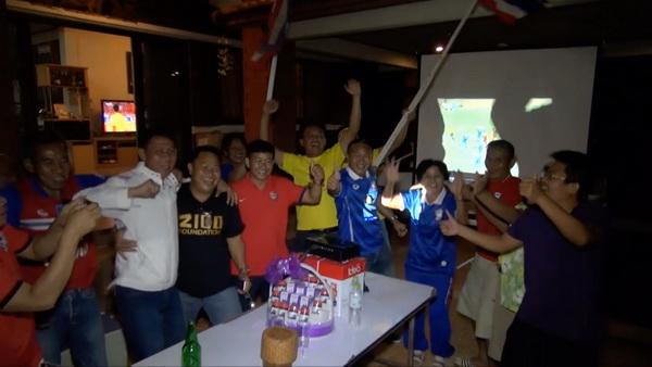 พ่อแม่ซิโก้เฮลั่นบ้าน หลังลูกชายกุมบังเหียนนำทีมชาติไทยคว้าชัย