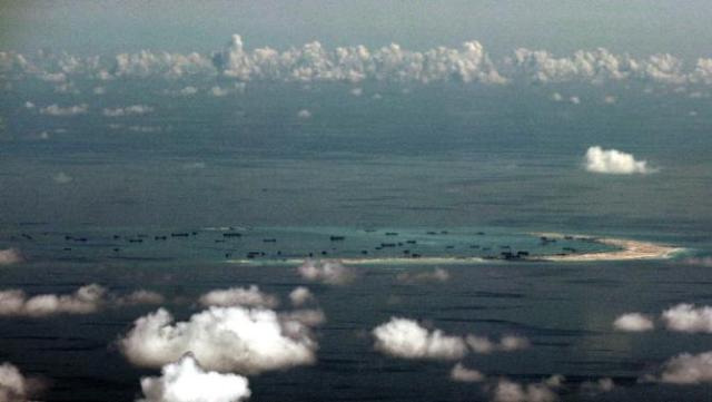 """สื่อแดนมังกรจวกสหรัฐฯ """"ยั่วยุไม่เลิก"""" หลังมะกันลั่นอาจส่งเรือเฉียด """"เกาะเทียม"""" ของจีนในทะเลจีนใต้"""