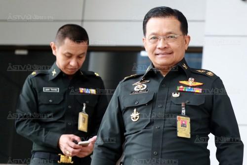 พล.ต.ศรายุทธ กลิ่นมาหอม ผู้อำนวยการสำนักงานพระธรรมนูญทหารบก เดินทางไปศาลอาญา ถ.รัชดาภิเษก เมื่อวันที่ 12 ต.ค. ในฐานะเป็นโจทก์ยื่นฟ้องนายทักษิณ ชินวัตร อดีตนายกรัฐมนตรี ฐานหมิ่นประมาท