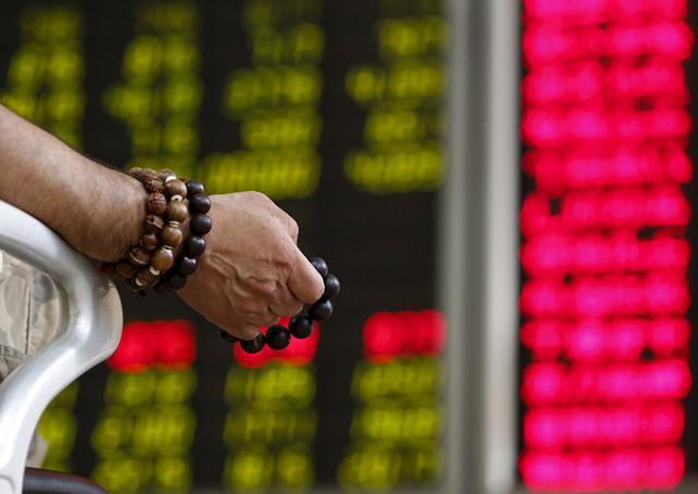 """""""สวดมนต์ลุ้นโชคกันเถอะ""""...มองเรื่องจีนประจำสัปดาห์ (12 – 18 ต.ค. 2558)"""