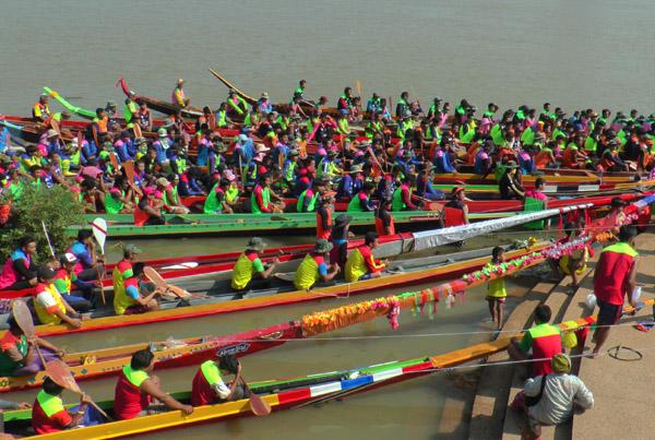 บุรีรัมย์จัดแข่งเรือยาวชิงถ้วยพระราชทาน-ช้างว่ายน้ำข้ามลำมูลชิงถ้วยใบใหญ่สุดในโลก