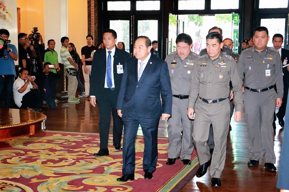 พล.อ.ประวิตร วงษ์สุวรรณ รองนายกรัฐมนตรี ฝ่าความมั่นคงและรัฐมนตรีว่าการกระทรวงกลาโหม เดินทางเป็นประธานการประชุมคณะกรรมการข้าราชการตำรวจ (ก.ตร.) ครั้งที่ /2558 โดยมีวาระแต่งตั้งข้าราชการตำรวจระดับ รองผบช.- ผบก.วาระประจำปี 2558