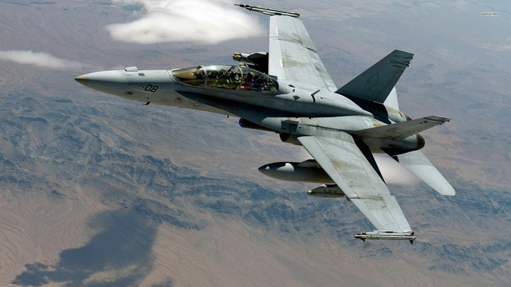"""เครื่องบินขับไล่ F-18 สหรัฐฯ """"โหม่งโลก"""" ในอังกฤษ-พยานชี้นักบินอุตส่าห์ """"เลี่ยงบ้านเรือน"""" ก่อนพบจุดจบ"""