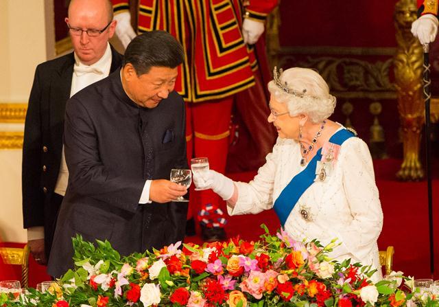 ผู้นำจีน-อังกฤษ เกี่ยวก้อยยื่นหมูยื่นแมว หวังฟื้นเศรษฐกิจทั้งสองชาติ