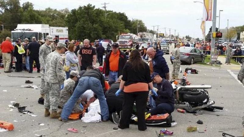 สังเวย 3 ศพ  เจ็บอีก 34 หลังเกิดเหตุหญิงสาวขับรถพุ่งใส่ฝูงชนในขบวนพาเหรดโอกลาโฮมา