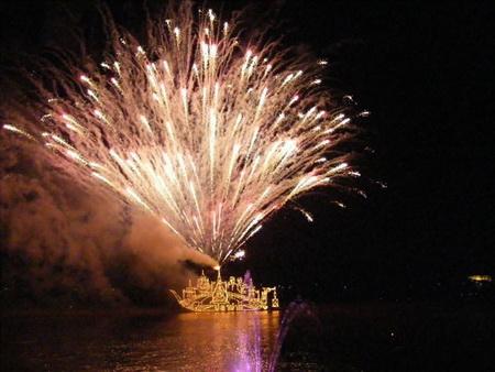 คาดออกพรรษานครพนม เงินสะพัดกว่า 20 ล้าน อ.ศรีสงครามทุ่มงบทำเรือไฟยักษ์ 117 เมตร